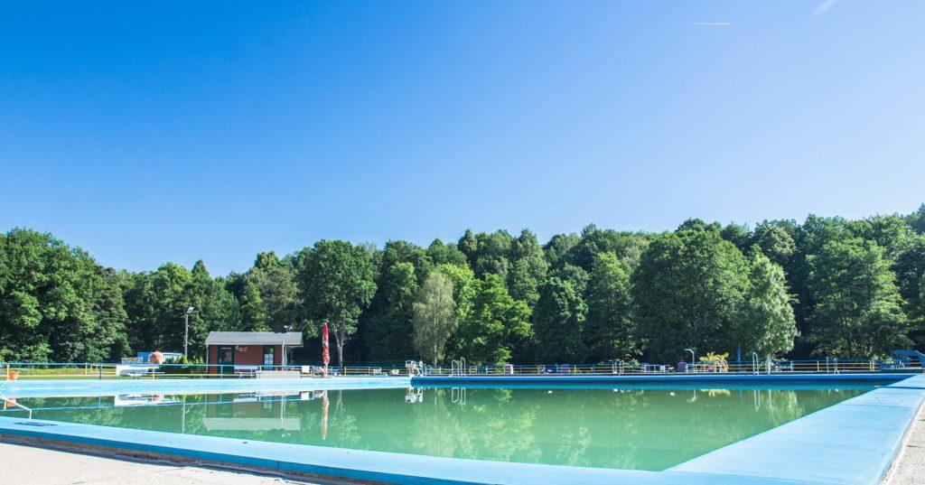 Großes Schwimmbecken